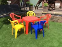CHILD'S PLASTIC TABLE & 5 STACKABLE CHAIRS
