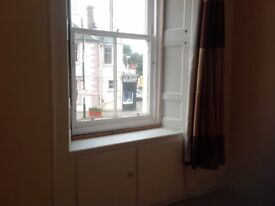Dunbar High street Two bedroom flat available to rent immediately. Recently refurbished.