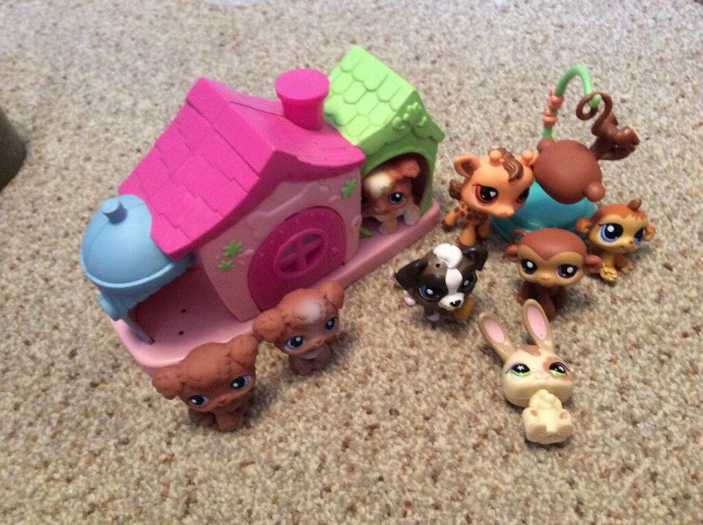 Littlest Pet Shop Set with Dogs and other Figures