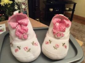 Crib shoes brand new and customised in pink crystals size 4 baby