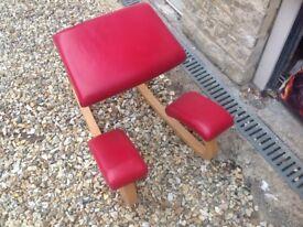 Kneeling desk chair for better posture