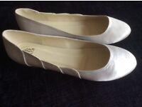 Ivory satin flat shoes size 7 (40)