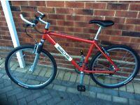 Men's or boys bike in top condition bike is like new lightweight aluminium frame 24 gears.