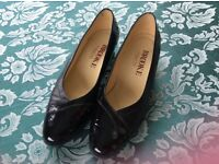 Ladies Black shoes size 6.1/2