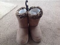 New Marks and Spencers Huggie slipper boots size 5
