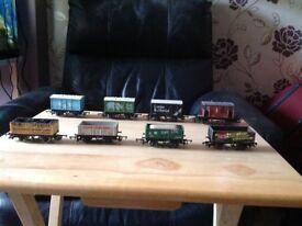 Model railway wagons & coaches