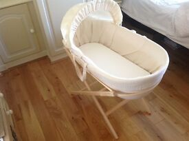 Silent Moses Basket by Shnuggle - a different kind of Moses basket