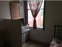 Bedsit for a couple in Cricklewood