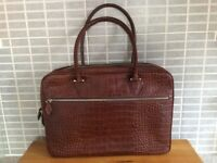 Italian leather bag very good condition.