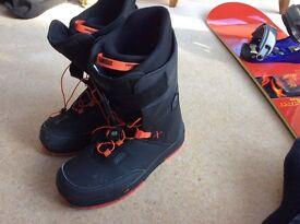 Size 9.5. Men's Snowboard Boots