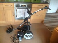 Motocaddy s1 digital golf trolley comes with battery and charger