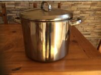 Extra large 9 litre cooking pot
