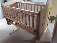 Glidding Crib with mattres and bedding