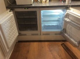 Good as New Integrated Lamona Fridge & Freezer