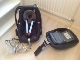 Maxi-Cosi Pebble car seat with raincover and Familyfix Isofix base