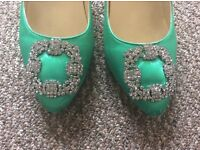 Manolo blannhik satin green pumps size 4