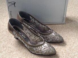 Roland Cartier gold shoes