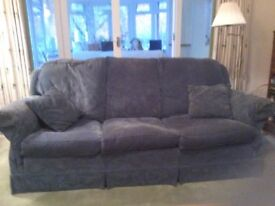 Sofa - 3 Seater Duresta sofa in blue linen / damask fabric. Good Condition