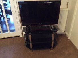 Samsung 32 TV with freeview and matching stand