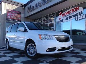 2015 Chrysler Town & Country Backup cam Dual-DVD