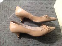 Women's shoes size 3