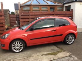 FORD FIESTA 1.6 zetec 30th ANNIVERSARY RED LOW MILES 53432