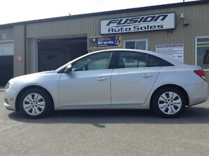 2012 Chevrolet Cruze 1 OWNER OFF LEASE-MANUAL-52MPG Windsor Region Ontario image 2