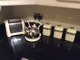 DUalit cream kettle and toaster
