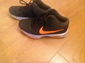 Men Basketball trainers size 6