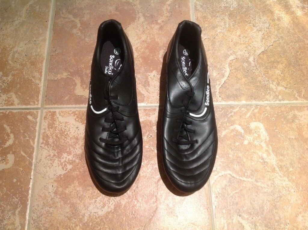 309d734e0b970e NEVER BEEN USED PAIR OF SONDICO FOOTBALL RUGBY BOOTS SIZE 13