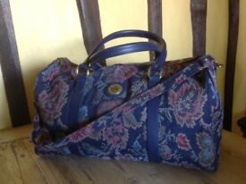 Tapestry look holdall