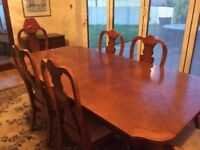Mahogony dining table, 2 carver & 4 dining chairs Excellent condition.