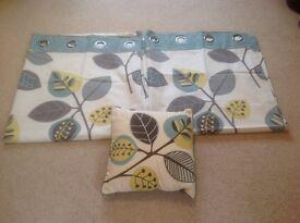Next eyelet curtains (135x137 cm) and matching cushion
