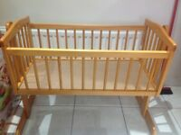 COT CRIB * GREAT CONDITION * ROCKS & COMES WITH WATERPROOF MATTRES & BEDDING