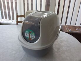 Cat litter tray, covered, brand new