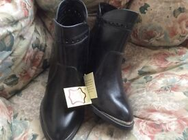 Ladies leather ankle boots, size 6, black