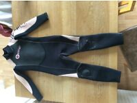 Kids Osprey wetsuit age approx 5-8