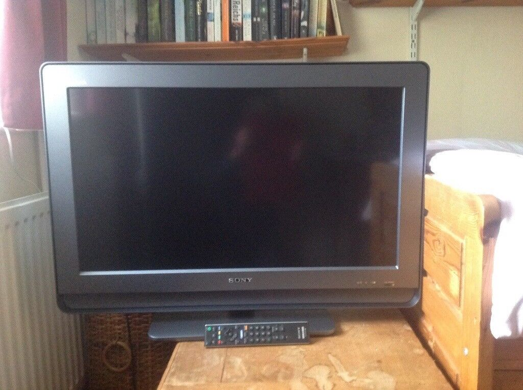 "Sony flat screen 32"" tv with in-built freeview and remote control"