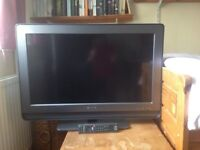 """Sony flat screen 32"""" tv with in-built freeview and remote control"""