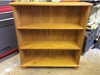 Small Pine bookcase 83x77x21 cms