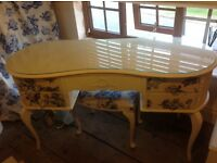Shabby chic bedroom furniture suite