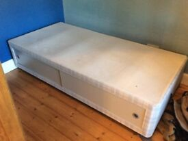 Bed (mattress also available)