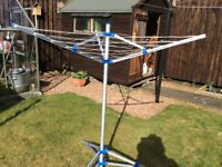 Free standing clothes airer