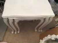 WHITE VINTAGE SHABBY CHIC NEST OF TABLES AND MATCHING SIDE TABLE