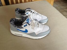 BOYS NIKE AIR TRAINERS