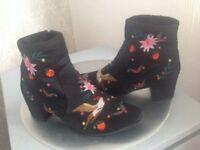 Ladies black boots size6