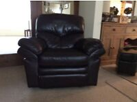 QUALITY DARK BROWN LEATHER ARMCHAIR MANUALLY OPERATED