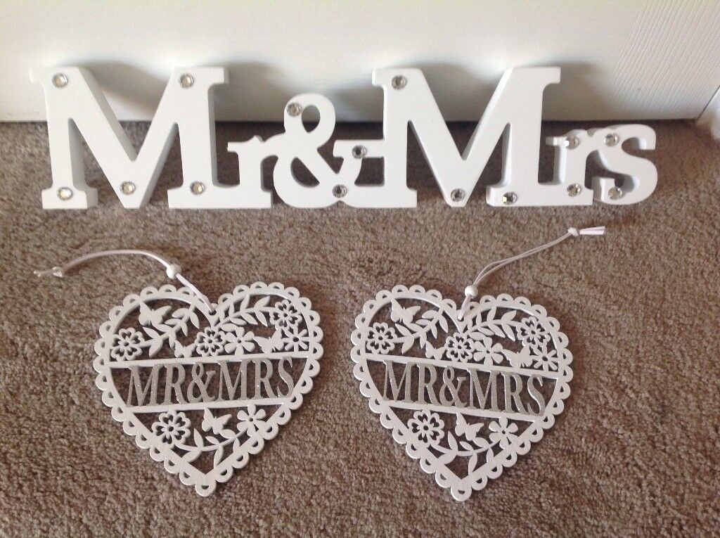 Wedding MR & MRS sign