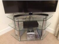 Corner TV Stand in Glass/Chrome