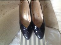 NAVY PATENT AND CROC LEATHER COURT SHOES BY VAN DAL - SIZE 5
